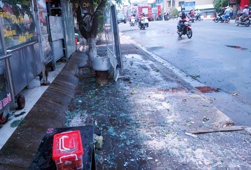 Bình Dương: Kính của tòa nhà 5 tầng nổ lớn, nhiều người hoảng loạn - anh 2