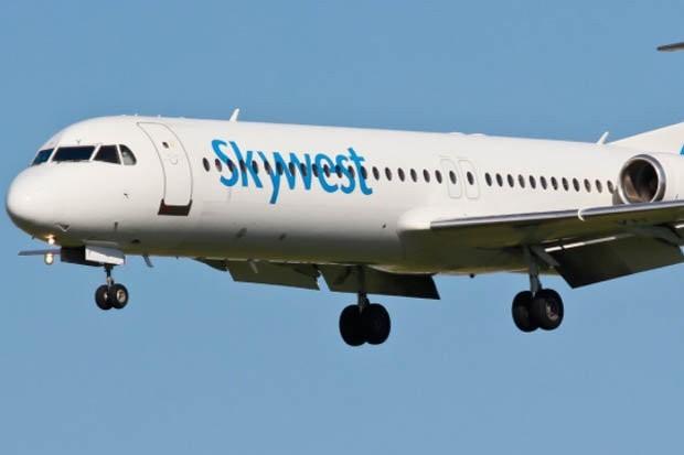 Máy bay phải hạ cánh khẩn cấp vì rơi 5.500m trong vài phút - anh 1