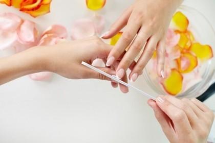 Mẹo đoán sức khỏe qua màu sắc móng tay - anh 1