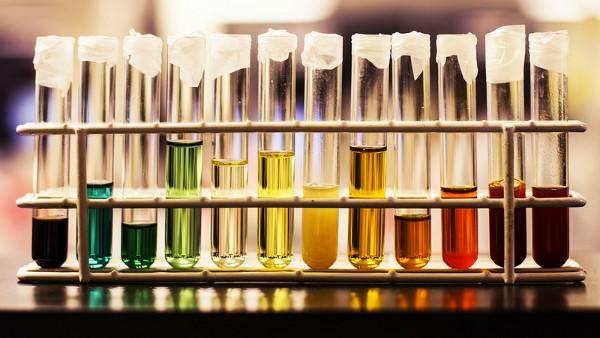 Mẹo đoán sức khỏe qua màu sắc nước tiểu - anh 2