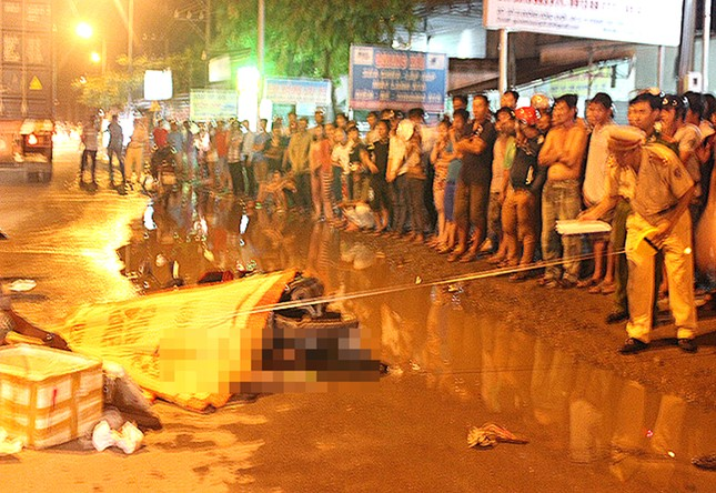 Đồng Nai: Cả gia đình chết thảm dưới bánh xe container - anh 1