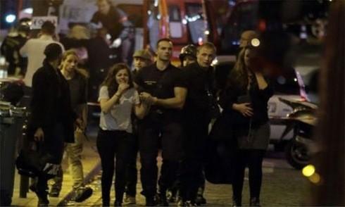 Khủng bố ở Paris, hơn 120 người chết, 200 người bị thương - anh 4