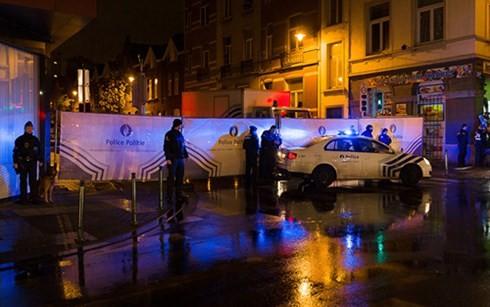 Pháp bắt giữ một số nghi phạm trong vụ khủng bố ngày 13/11 - anh 1