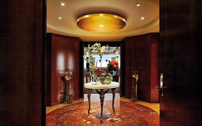 Bên trong phòng khách sạn có giá gần 2 tỷ đồng/ đêm - anh 2