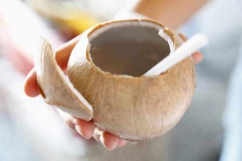 Những lưu ý khi dùng nước dừa để không gây hại cho cơ thể - anh 2