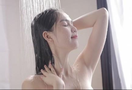 Những lợi ích không ngờ của việc tắm bằng nước lạnh - anh 1