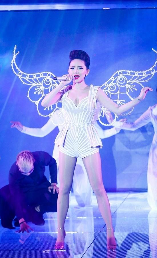 5 nữ ca sĩ có thân hình 'bỏng' nhất Việt Nam - anh 10
