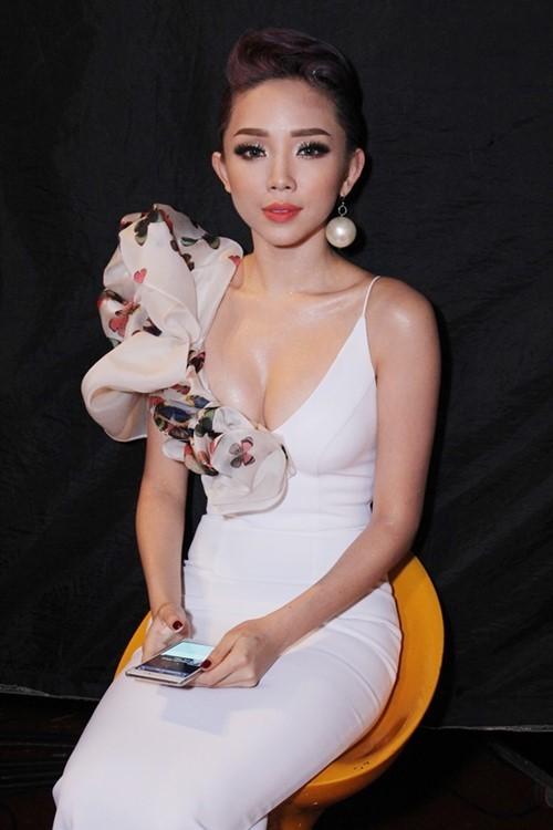 5 nữ ca sĩ có thân hình 'bỏng' nhất Việt Nam - anh 9