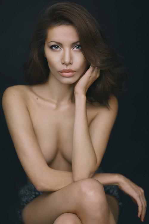 """Màn """"phù phép"""" siêu mẫu Việt Nam thành sao hollywood Angelina Jolie - anh 6"""