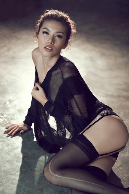"""Màn """"phù phép"""" siêu mẫu Việt Nam thành sao hollywood Angelina Jolie - anh 8"""
