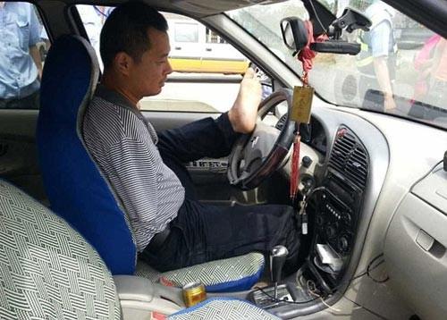 """Trung Quốc: """"Quái xế"""" lái xe hơn 160.000km bằng... chân - anh 1"""