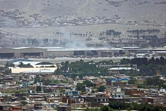 Trực thăng Tổng thống Afghanistan trúng rốc két - anh 1