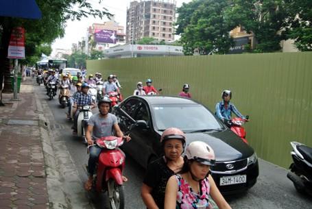 Hà Nội bất ngờ dỡ bỏ lệnh cấm ô tô qua tuyến đường huyết mạch - anh 7
