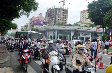 Hà Nội bất ngờ dỡ bỏ lệnh cấm ô tô qua tuyến đường huyết mạch - anh 8