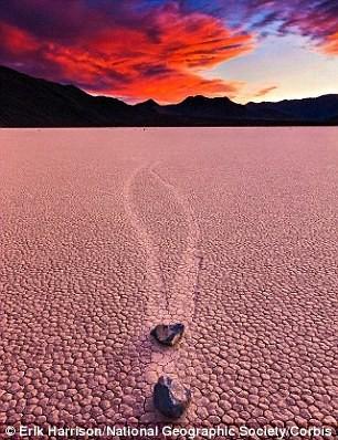 Bí ẩn những hòn đá tự di chuyển ở Thung Lũng Chết - anh 3