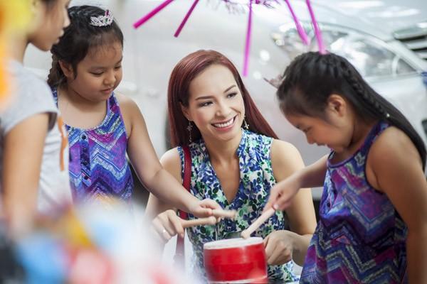 Sao Việt hạnh phúc đón Trung thu bên những thiên thần nhí - anh 1