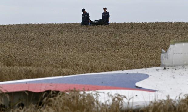 """Máy bay MH17 đã bị xuyên thủng bởi vật thể """"siêu năng lượng"""" - anh 1"""