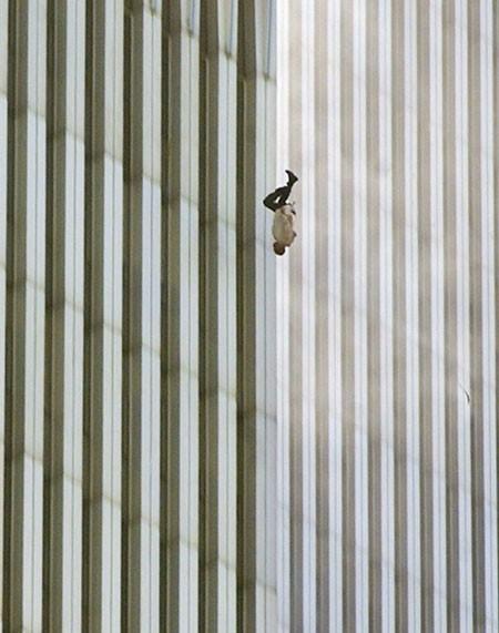 Người đàn ông bí ẩn trong bức ảnh nổi tiếng vụ 11/9 - anh 2