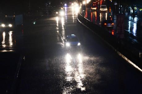 Tin bão sáng 17/9: Đường phố tan hoang sau bão số 3 - anh 1