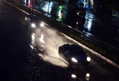 Tin bão sáng 17/9: Đường phố tan hoang sau bão số 3 - anh 2