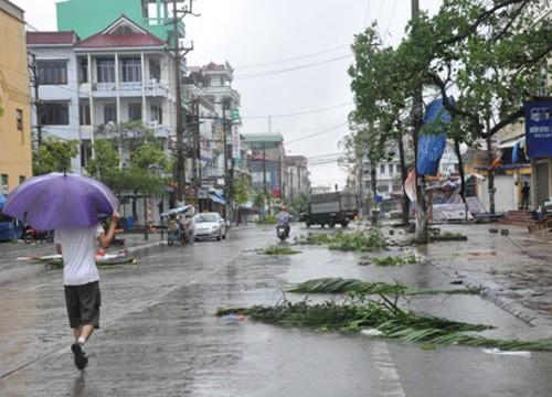 Tin bão sáng 17/9: Đường phố tan hoang sau bão số 3 - anh 10