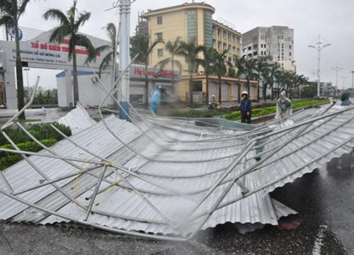 Tin bão sáng 17/9: Đường phố tan hoang sau bão số 3 - anh 12