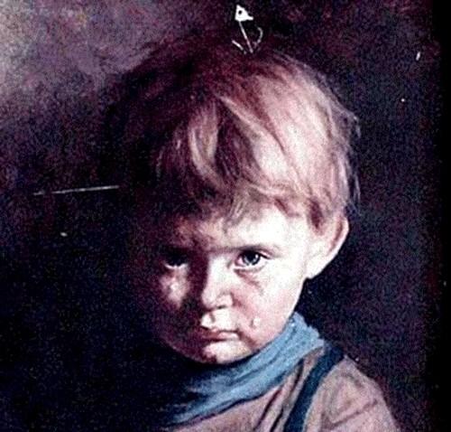 """Ám ảnh lời nguyền chết chóc của bức tranh """"Cậu bé khóc"""" - anh 2"""