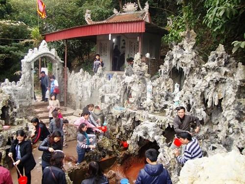 Dùng nước Giếng Tiên da trắng như tiên và gặp nhiều may mắn - anh 1