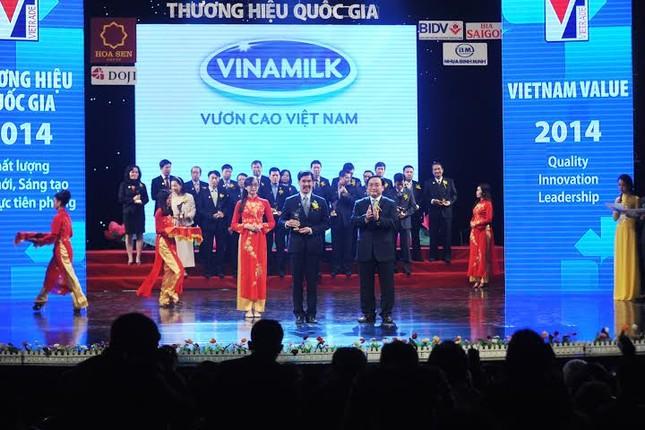 Vinamilk tiếp tục được vinh danh thương hiệu Quốc gia năm 2014 - anh 2