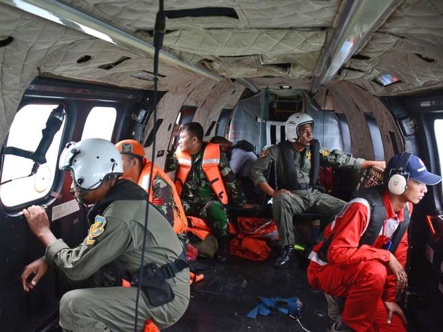Phát hiện thân máy bay QZ8501 và bước đầu hé lộ nguyên nhân gặp nạn - anh 4