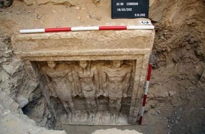 Những bí ẩn bên trong ngôi mộ Nữ hoàng Ai Cập mới được tìm thấy - anh 1