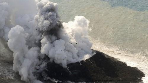 Hòn đảo mới hình thành sau núi lửa phun ở Thái Bình Dương - anh 3