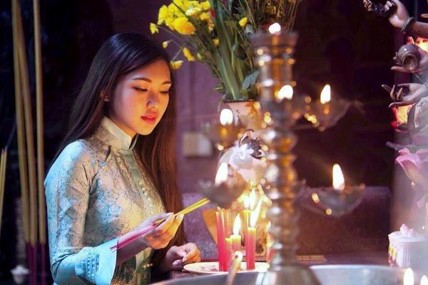 Đi chùa đầu năm: Khấn cúng thế nào để được bình an, may mắn trong năm mới - anh 1