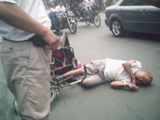 """Người Trung Quốc hổ thẹn vì """"một dân tộc với 1,4 tỷ trái tim băng giá"""" - anh 1"""