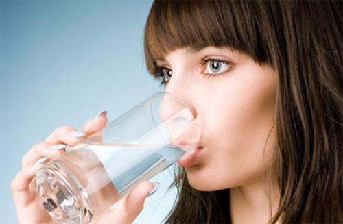 Bạn có thể tử vong nếu... uống quá nhiều nước - anh 2