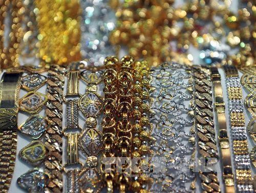 Giá vàng hôm nay 6/6 đang ở mức thấp nhất từ đầu năm - anh 1