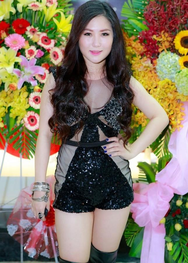 Nhức mắt trước những trang phục phản cảm của dàn mỹ nhân Việt - anh 10