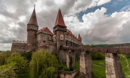 Câu chuyện rùng rợn về lâu đài ma ám xứ Transylvania - anh 1