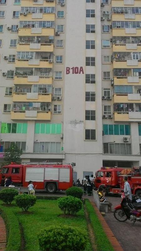 Hỏa hoạn tại chung cư Nam Trung Yên, hàng trăm người dân tháo chạy - anh 1