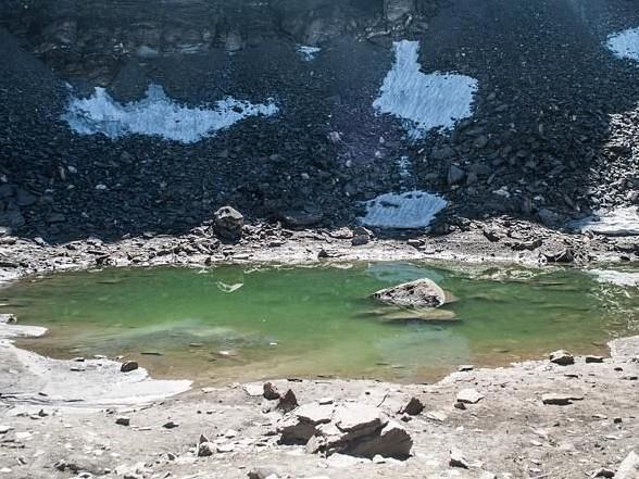 Bí ẩn đáng sợ hồ đầy xương người trên núi Himalaya - anh 1