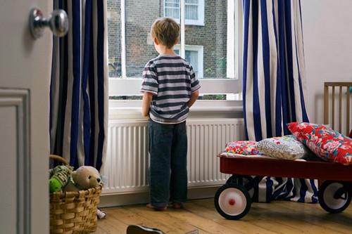 Những kỹ năng sống còn khi trẻ ở nhà một mình - anh 1