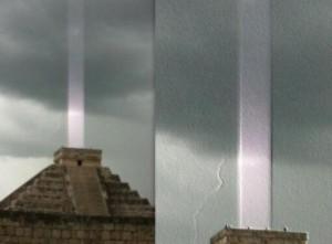 Cột sáng bí ẩn xuất hiện khắp nơi trên toàn thế giới - anh 1