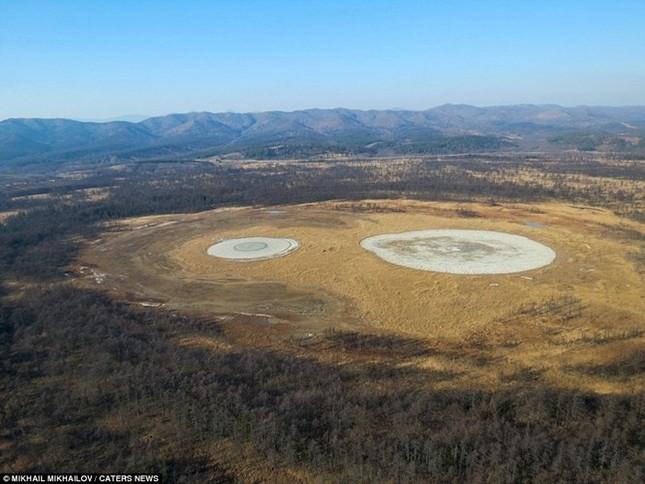Kỳ thú núi lửa bùn hình mắt người khổng lồ Pugachevskiy - anh 3