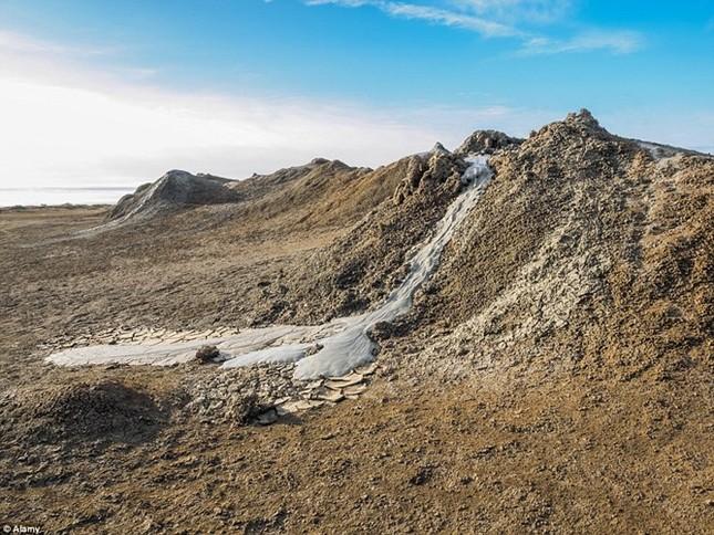 Kỳ thú núi lửa bùn hình mắt người khổng lồ Pugachevskiy - anh 5