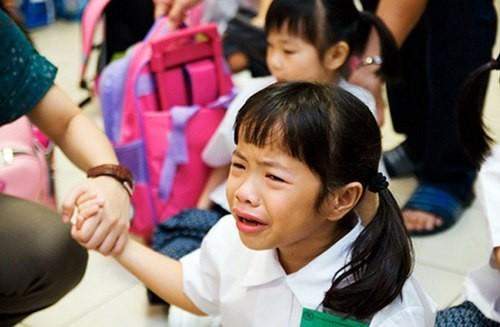 Ngày đầu tiên đi học, làm gì để bé không sợ đến trường? - anh 1