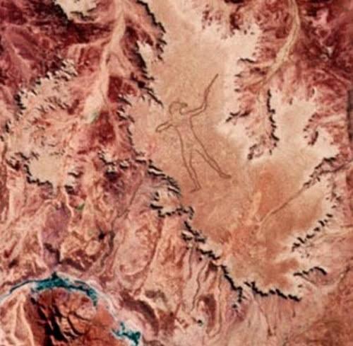 Hình thổ dân khổng lồ bí ẩn ở Australia - anh 1