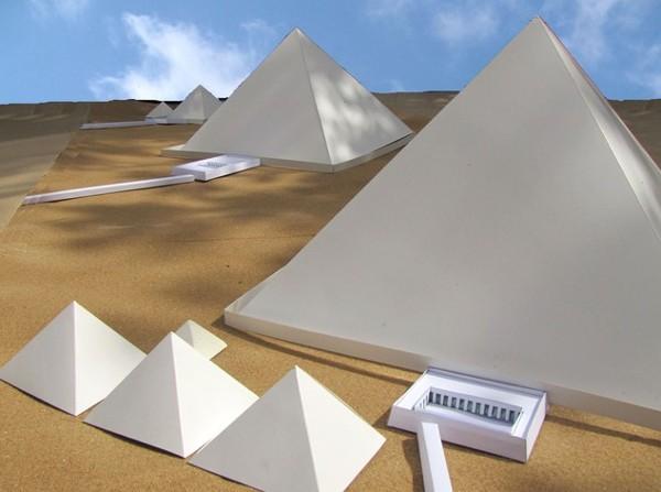Phát hiện gây sốc về màu thực sự của kim tự tháp - anh 1