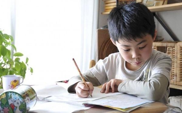 Cách để con tự giác học không phải ai cũng dám thử của một mẹ Việt - anh 2