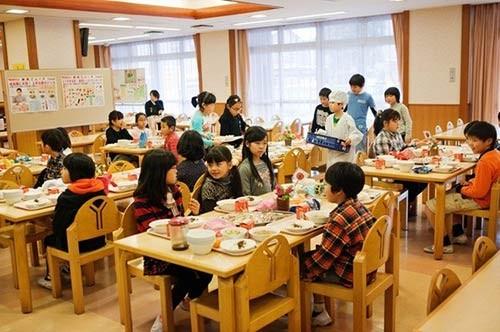 Thực tế bữa trưa tại trường tiểu học Nhật khiến cả thế giới sững sờ - anh 10