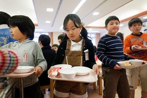 Thực tế bữa trưa tại trường tiểu học Nhật khiến cả thế giới sững sờ - anh 12